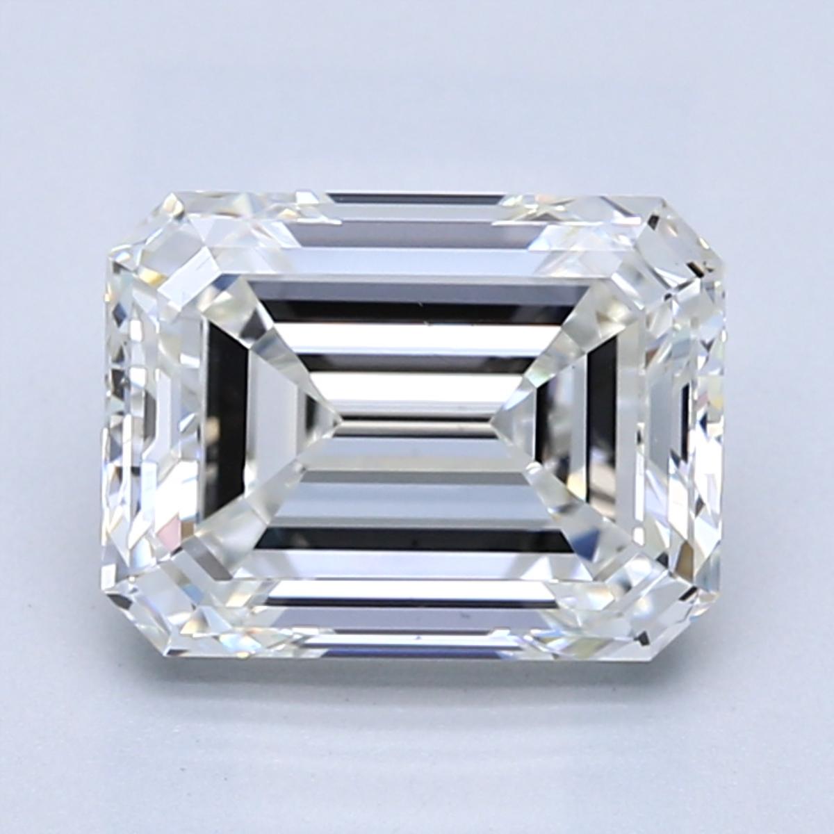 2.60 carat Emerald Diamond, Very Good cut, graded by the GIA laboratories.